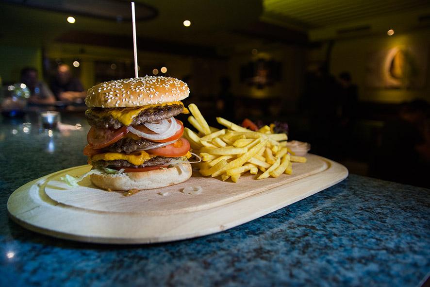 klassischer Burger im Lime