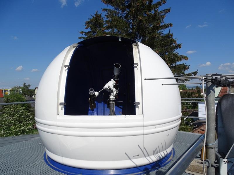 Kuppe mit Teleskop