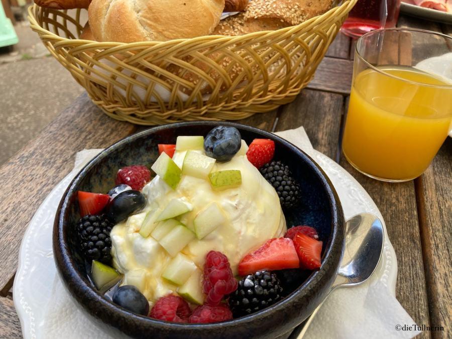 griechisches Joghurt mit Früchten