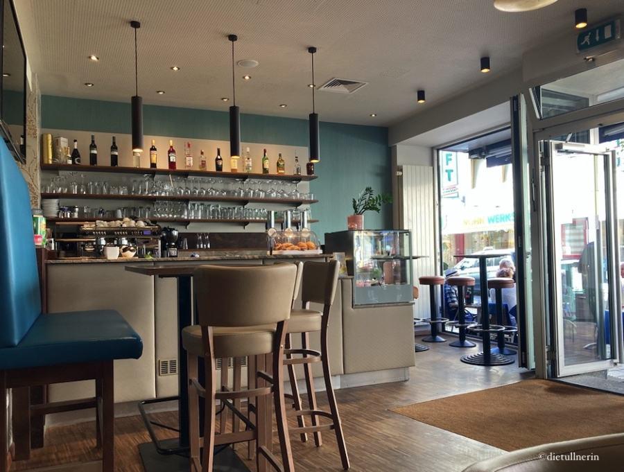 Jola's Café